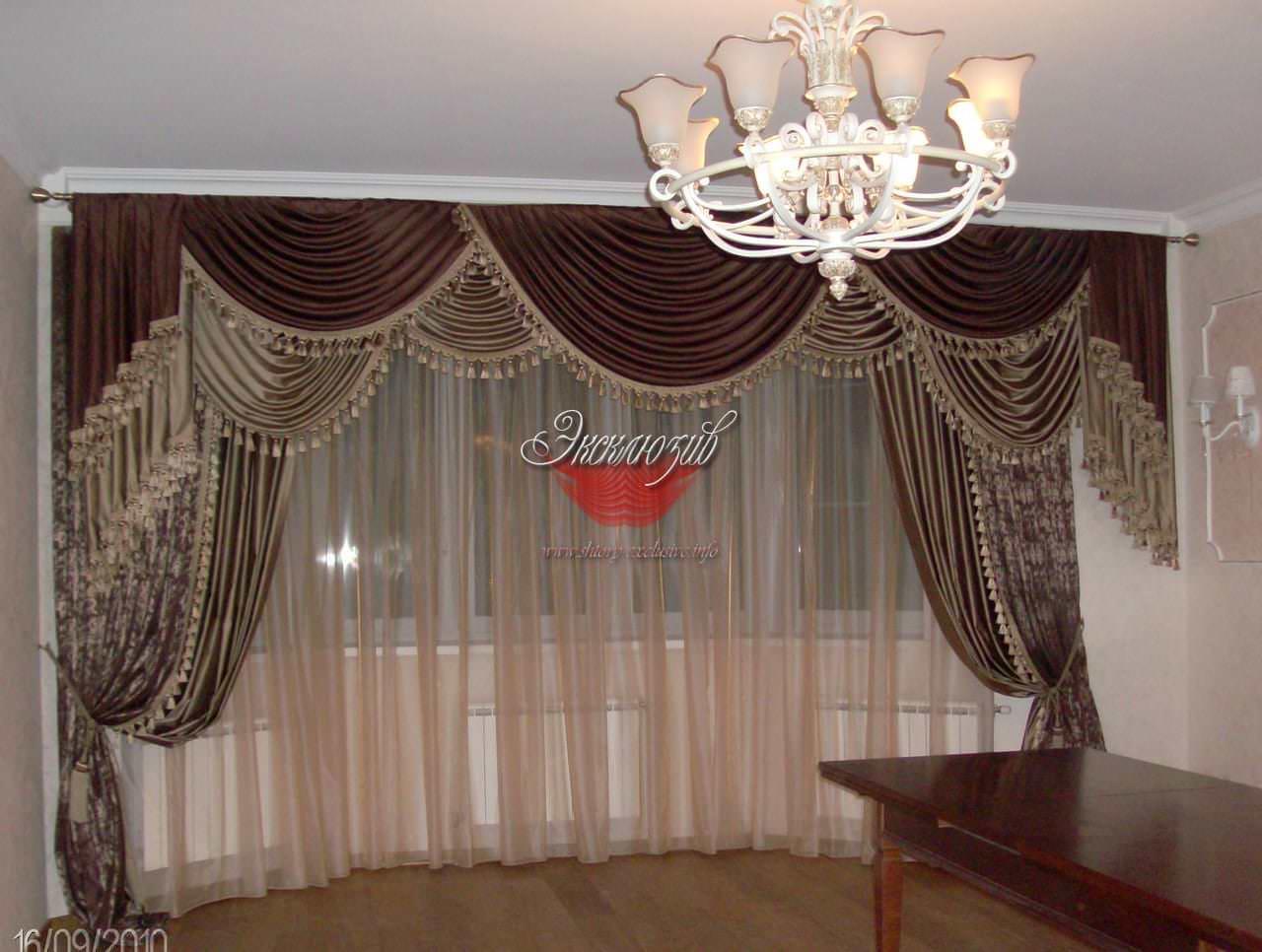 классические шторы на эркер